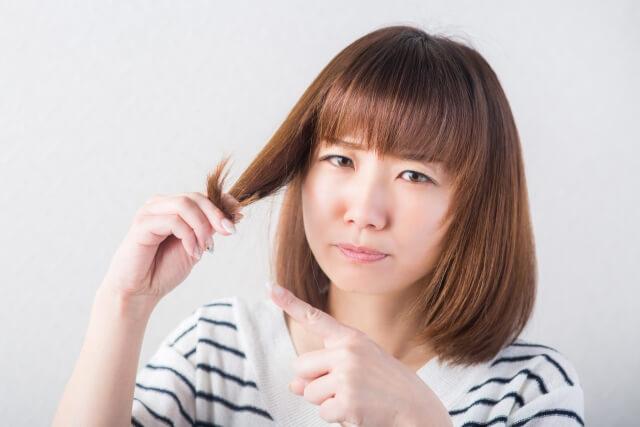 髪の毛の日焼けはどのような影響を与えるのか?