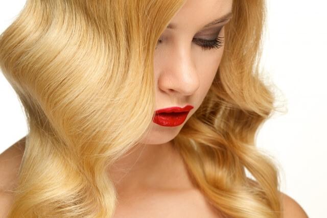 髪のうねりを改善!原因やうねりを解消する5つヘアケア法