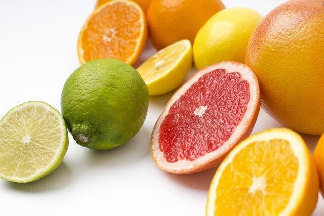 オレンジやレモンなど柑橘類
