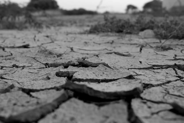 肌が乾燥してしまう原因と保湿対策