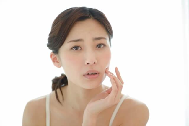 脂性肌(オイリー肌)はどのような肌質なのか?