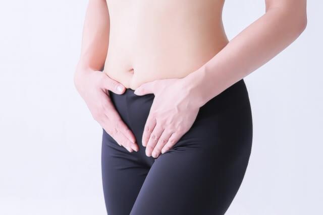 ぽっこりお腹解消法!原因と女性の下腹を引き締める簡単な方法