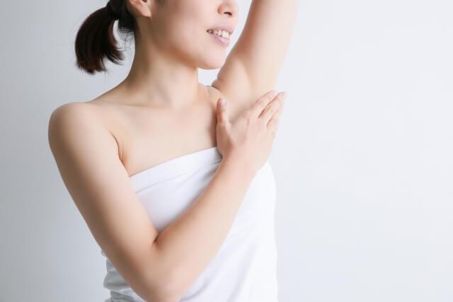 女性のワキガの臭いを抑える簡単な改善方法