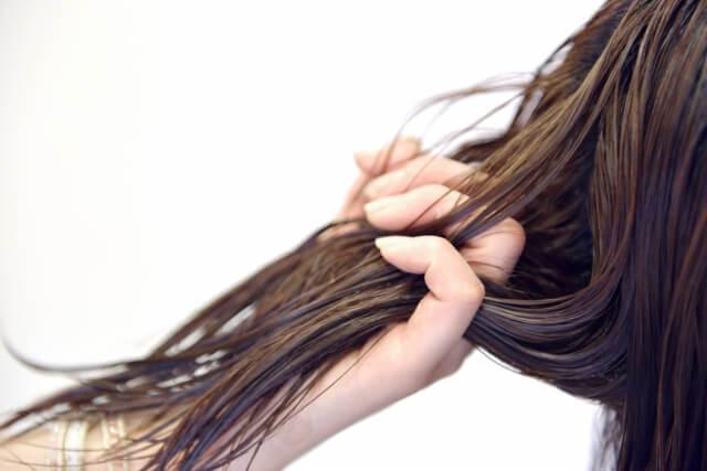 トリートメントの使い方や選び方!髪に潤いを与える正しい使い方とは