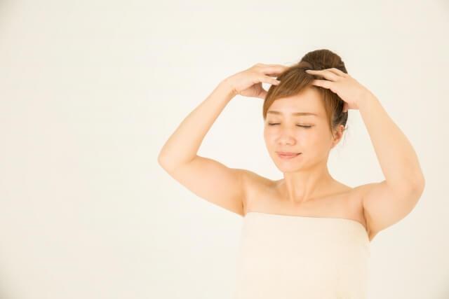 頭皮の皮脂のベタつきをを改善する7つの方法
