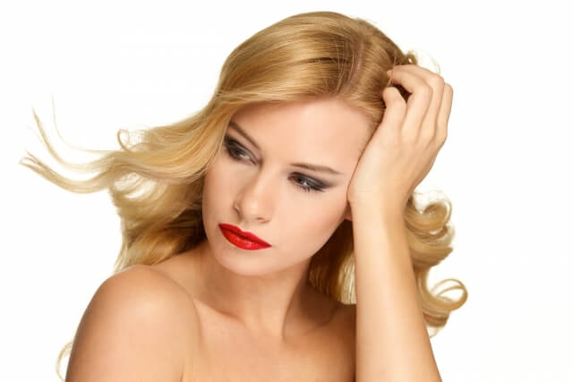 髪のうねりを解消する5つのヘアケア方法