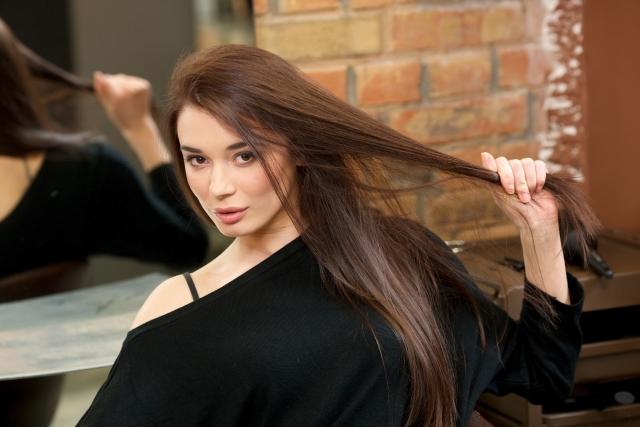 秋の抜け毛を改善する頭皮ケアまとめ