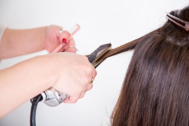 ストレートアイロンの使い方!美髪を守る正しいかけ方とは