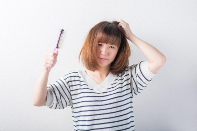髪がパサパサになる原因
