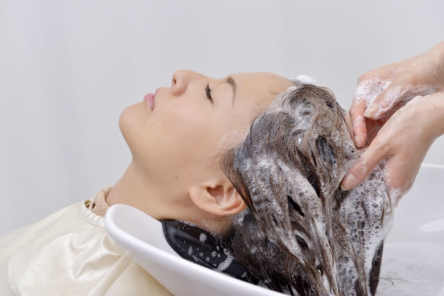 炭酸シャンプーの効果がスゴい!頭皮の汚れを落とし抜け毛予防に