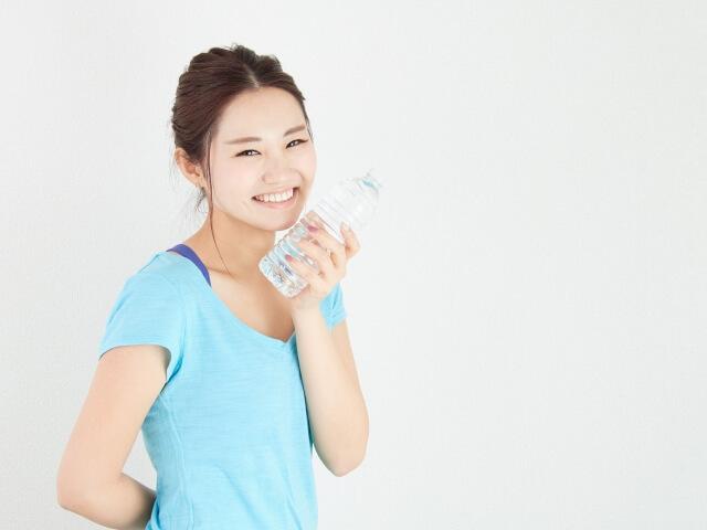 むくみをスッキリ解消させる水分補給のポイント
