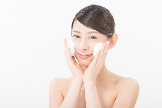 顔のテカリを抑える3つの解消法