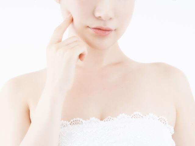 顔のテカリを抑える方法まとめ