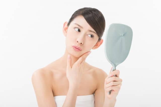 顎のたるみは何歳から起こる?