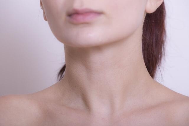 顎のたるみの原因は?