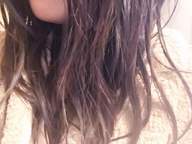 梅雨の髪の毛のうねりや広がりを改善するヘアケア法とは