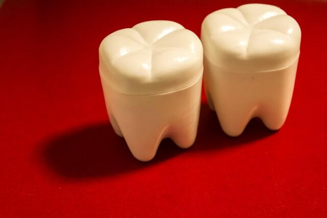歯の黄ばみの原因とは
