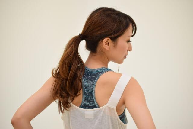 背中の脂肪を落とす方法!4つのエクササイズでたるみを解消