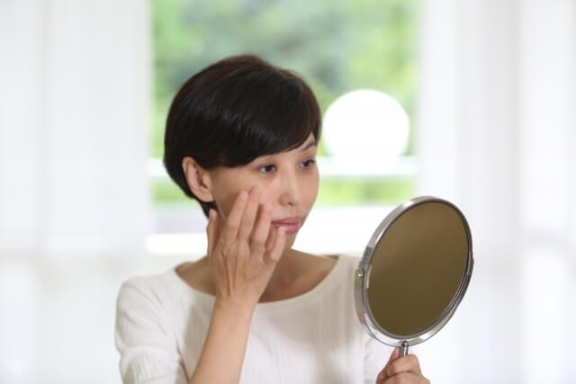 肌のシミを消す方法!3つの原因と4つの解消法とは