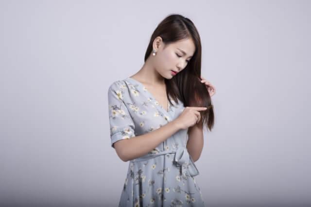 髪の乾燥の原因とは?