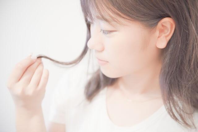ヘアケアのつもりでも髪を乾燥させるNG行為とは?