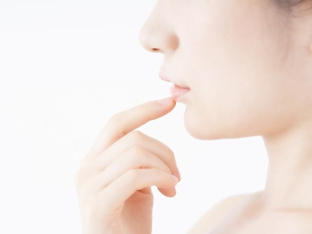 唇が乾燥する原因とは?